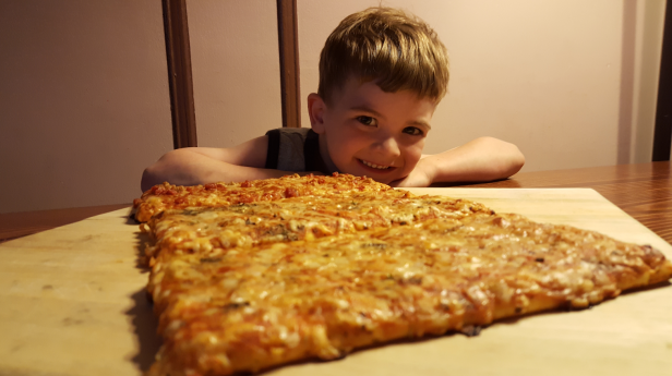 Ellio's 2 - pizza with kid